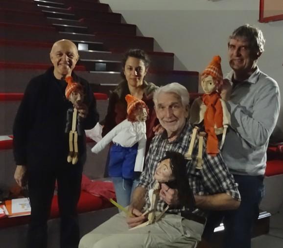 De gauche à droite : Guy, Eloïse, Bernard et Hubert. En compagnie des différentes marionnettes.